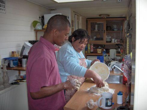 Em 2006, me ensinando a fazer o pão de queijo
