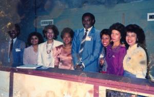 Foto de 1991, bem danificada. Da esquerda para a direita: eu, M.H., A.C., o pai do Luís (o Lu estava com uma certa pessoa), E. e duas outras irmãs da nossa congregação.