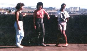 Da esquerda para a direita:  estudante da nossa congregação, É. e eu. Em Santo André, 1990.